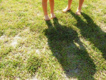 芝生 子供画像