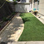 人工芝とレンガでおしゃれなお庭