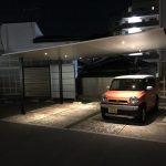 夜の駐車場をスタイリッシュに演出